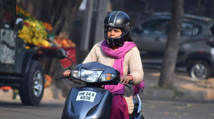 Helmet for Chandigarh Women made compulsory: Only Turbaned Sikh women riders to be exempted
