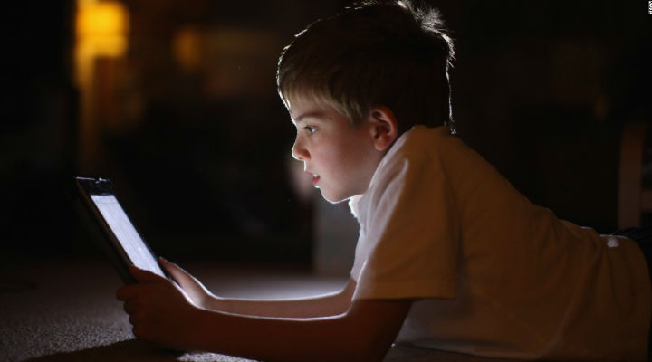 What are the Effects of screen time on Kids and Tips to Limit screen time