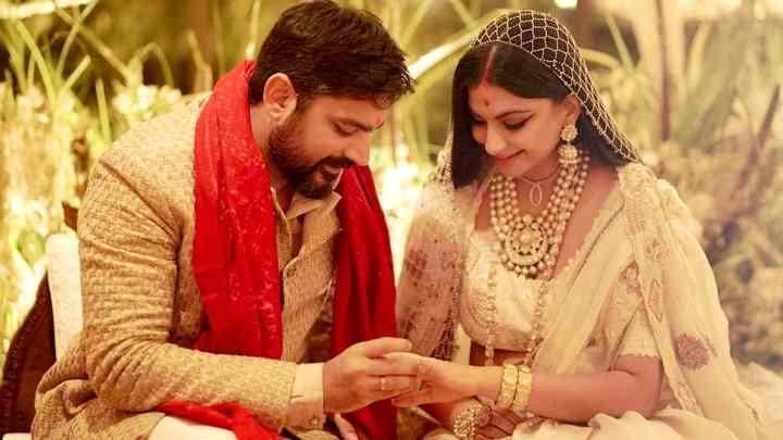 Bride Fashion: You can try Pearl veil floral Dupatta as Rhea