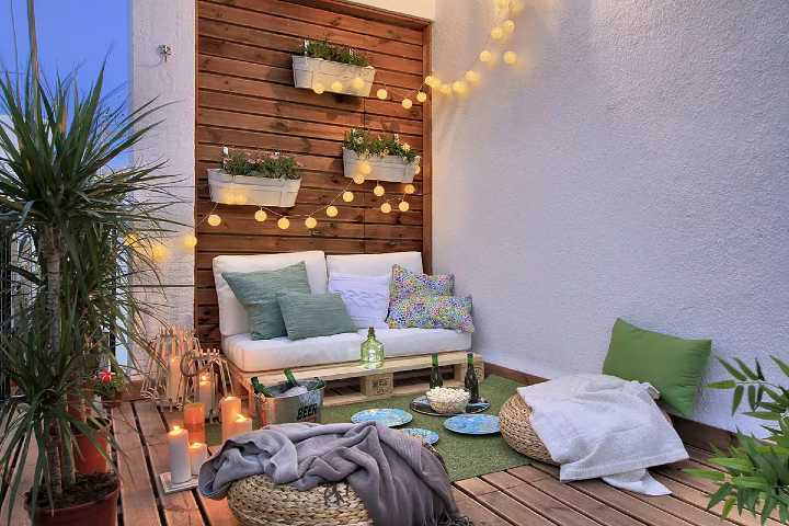 Balcony With a Planter Wall